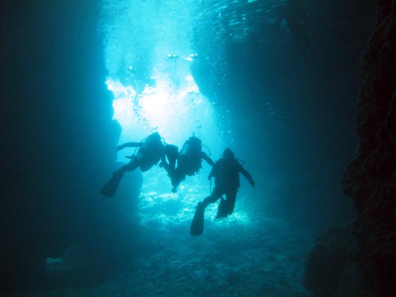 「青の洞窟」で体験ダイビングの開始!
