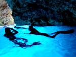 青の洞窟探検ボートシュノーケリングツアー(餌付け付)