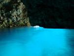 青の洞窟を潜るボート体験ダイビングツアー(餌付け付)